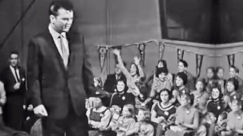 WATCH: 25-Yr-Old Conway Twitty Charms The Ladies In Rare 'It's Only Make Believe' Performance | Country Music Videos