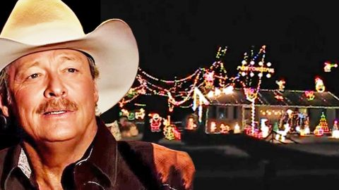 Alan Jackson Christmas.Watch Christmas Lights Dance Along With Alan Jackson S Let