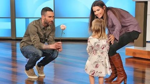 ADORABLE: Adam Levine Makes Amends With The Little Girl Who's Heart He Broke | Country Music Videos