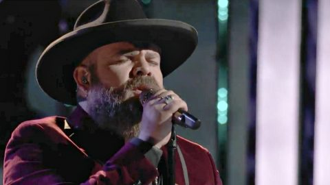 'Voice' Semi-Finalist Fights For Top 4 Spot With Tear-Jerking 'I'm Already There' Cover | Country Music Videos