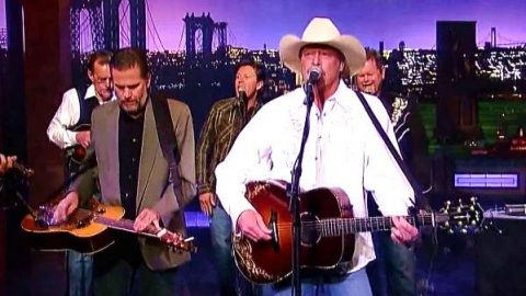 Alan Jackson – Blacktop (Live)   Country Music Videos