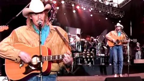 Alan Jackson – Blue Blooded Woman (Live At Farm Aid 1990) (VIDEO)   Country Music Videos