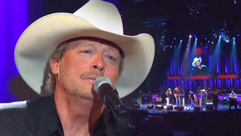 Alan Jackson – Everything But The Wings (WATCH) | Country Music Videos