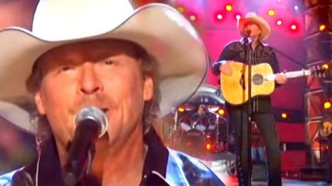 Alan Jackson – Good Time (Live CMA 2008) | Country Music Videos