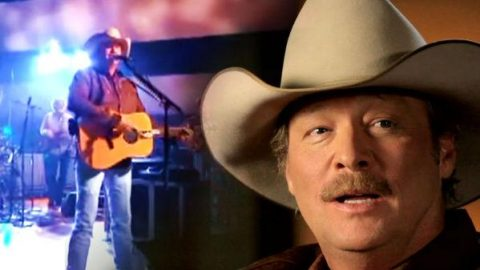 Alan Jackson – Hard Hat And A Hammer (Live) (VIDEO) | Country Music Videos