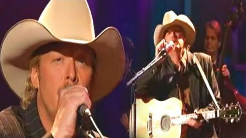 Alan Jackson – In The Garden (LIVE) | Country Music Videos