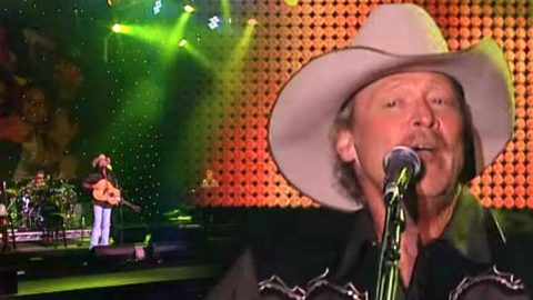 Alan Jackson – Itty Bitty (Live) | Country Music Videos