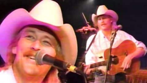 Alan Jackson – Just Playin' Possum (George Jones Tribute Live) (VIDEO) | Country Music Videos