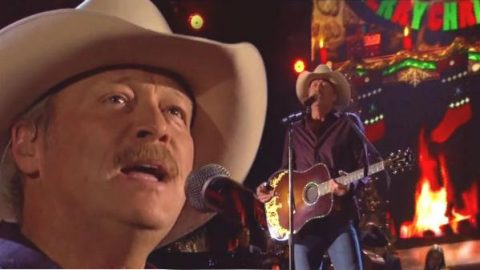 Alan Jackson – Let It Be Christmas (CMA Country Christmas 2014 Live) | Country Music Videos