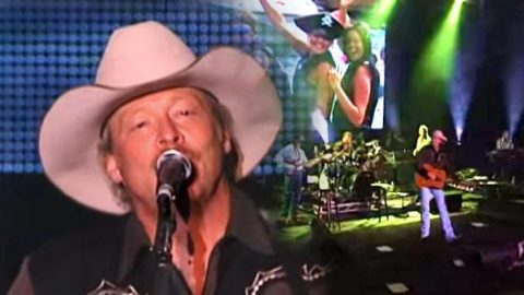 Alan Jackson – Summer Time Blues (Live) | Country Music Videos