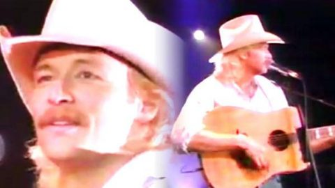 Alan Jackson – Walkin' The Floor Over Me (LIVE) | Country Music Videos