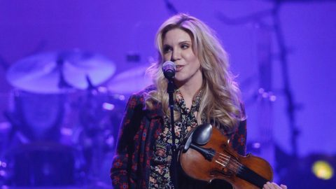 Alison Krauss Honors Randy Travis With Flawless Cover Of 'Deeper Than The Holler' At Tribute Concert | Country Music Videos