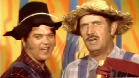 Archie Campbell & Conway Twitty's 'Pfft You Was Gone' Is Pure Comedic Gold | Country Music Videos