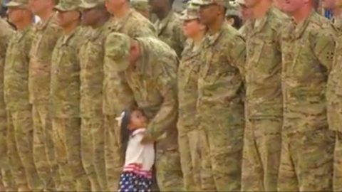 Little Girl Interrupts Homecoming Ceremony For Heartwarming Hello | Country Music Videos
