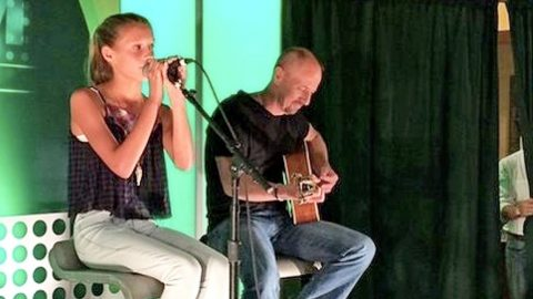 """Tim & Faith's Daughter, Audrey, Sings """"Travelin' Soldier"""" In 2014 Debut Performance   Country Music Videos"""