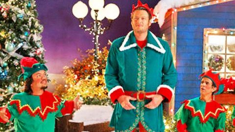 Blake Shelton in a 'Not So Family Christmas' (VIDEO) | Country Music Videos