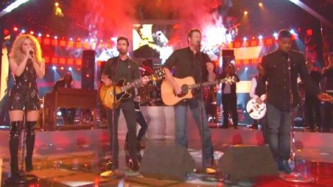 Blake Shelton, Usher, Shakira and Adam Levine – With A Little Help From My Friends (VIDEO) | Country Music Videos