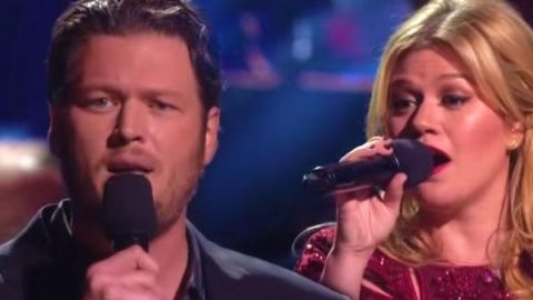 Blake Shelton and Kelly Clarkson – There's A New Kid In Town (Live) (VIDEO) | Country Music Videos