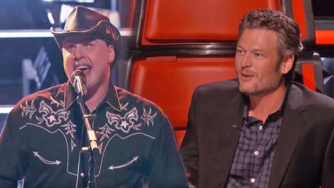 Team Blake's 'Blind Joe' Crushes Battle Round Performance With 'Old Time Rock and Roll' | Country Music Videos