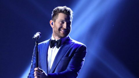 brett eldredge channels his inner sinatra with moving performance of have yourself a merry little christmas