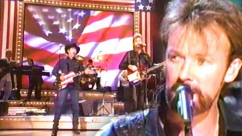 Brooks & Dunn – Only In America (CMA Awards 2001 Live) | Country Music Videos