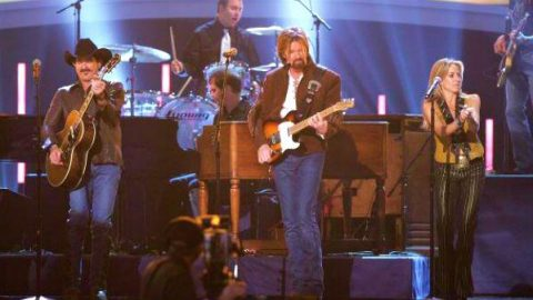 Brooks and Dunn with Sheryl Crow and Vince Gill – Building Bridges (VIDEO) | Country Music Videos