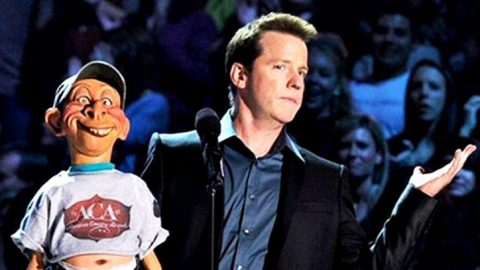 Jeff Dunham's Redneck Puppet Hysterically Hit On Reba McEntire | Country Music Videos