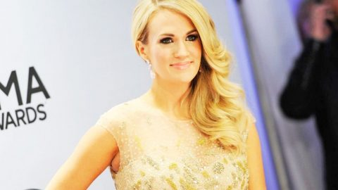 Carrie Underwood Sports New, SHORTER Haircut For Awards Show | Country Music Videos