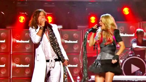 Crowd Gives Carrie Underwood & Steven Tyler Standing Ovation During 'Undo It' & 'Walk This Way' Duet | Country Music Videos
