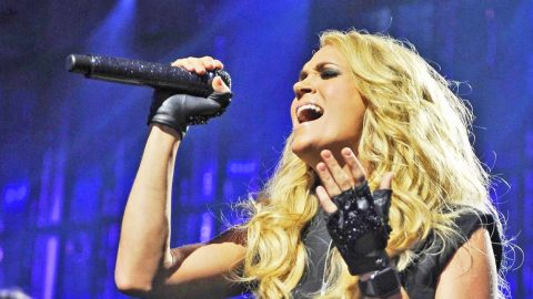 Carrie Underwood Returns To UK's Country To Country With Ultimate Honor | Country Music Videos