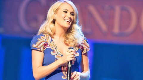 You Won't Guess Who Carrie Underwood Turned To For Parenting Advice | Country Music Videos