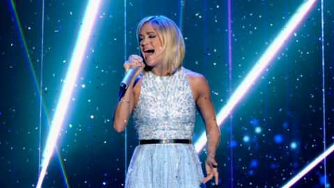 Carrie Underwood Fights Back Tears During 'Idol' Finale Performance | Country Music Videos
