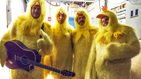 Blake Shelton, Jimmy Fallon, & More Dress As Chickens For All-Clucking Performance | Country Music Videos