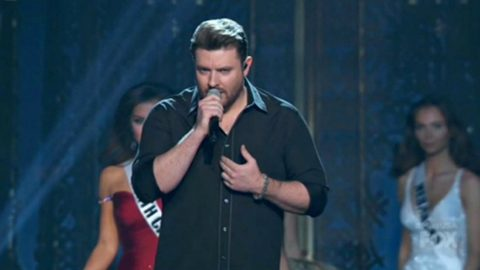 Chris Young Delivers Sultry Serenade During Miss USA Pageant | Country Music Videos