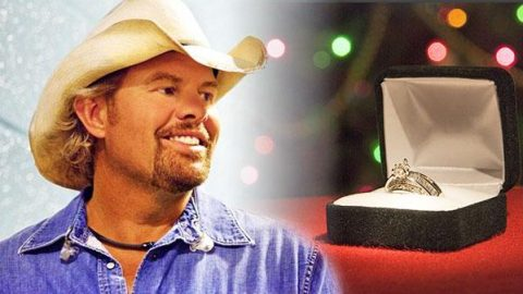 Toby Keith – Christmas Rock (VIDEO) | Country Music Videos