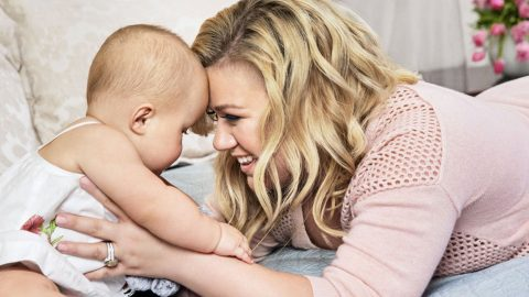 Kelly Clarkson Announces Baby's Gender….And It's A __________!!! | Country Music Videos