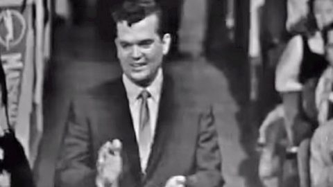 Incredibly Rare Footage Of Young Conway Twitty Performing 'It's Only Make Believe' | Country Music Videos