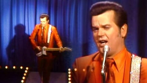 Conway Twitty – How Much More Can She Stand (WATCH) | Country Music Videos