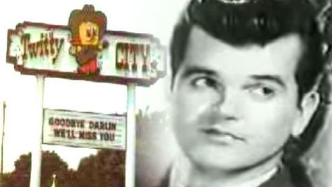 Conway Twitty – Lifestyles Of The Rich and Famous – Twitty City | Country Music Videos