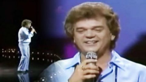 Conway Twitty – Somebody's Needin' Somebody (1984) Live | Country Music Videos