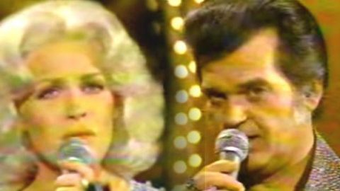 Conway Twitty and Carol Baker – I've Never Been This Far Before (WATCH) | Country Music Videos