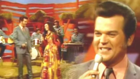 Conway Twitty and Loretta Lynn – Pickin' Wild Mountain Berries | Country Music Videos