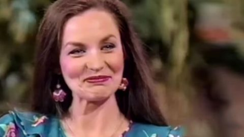 Loretta Lynn's Sister Crystal Gayle Struggles To Keep Composure During Funny Prank | Country Music Videos
