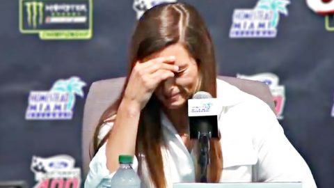 Danica Patrick Breaks Down In Tears As She Ends Career | Country Music Videos