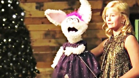 Darci Lynne & Petunia Bring Christmas Cheer With Angelic Holiday Song | Country Music Videos