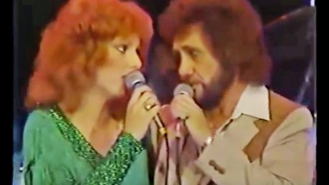 David Frizzell & Shelly West Leave Crowds Speechless With Dazzling Duet | Country Music Videos
