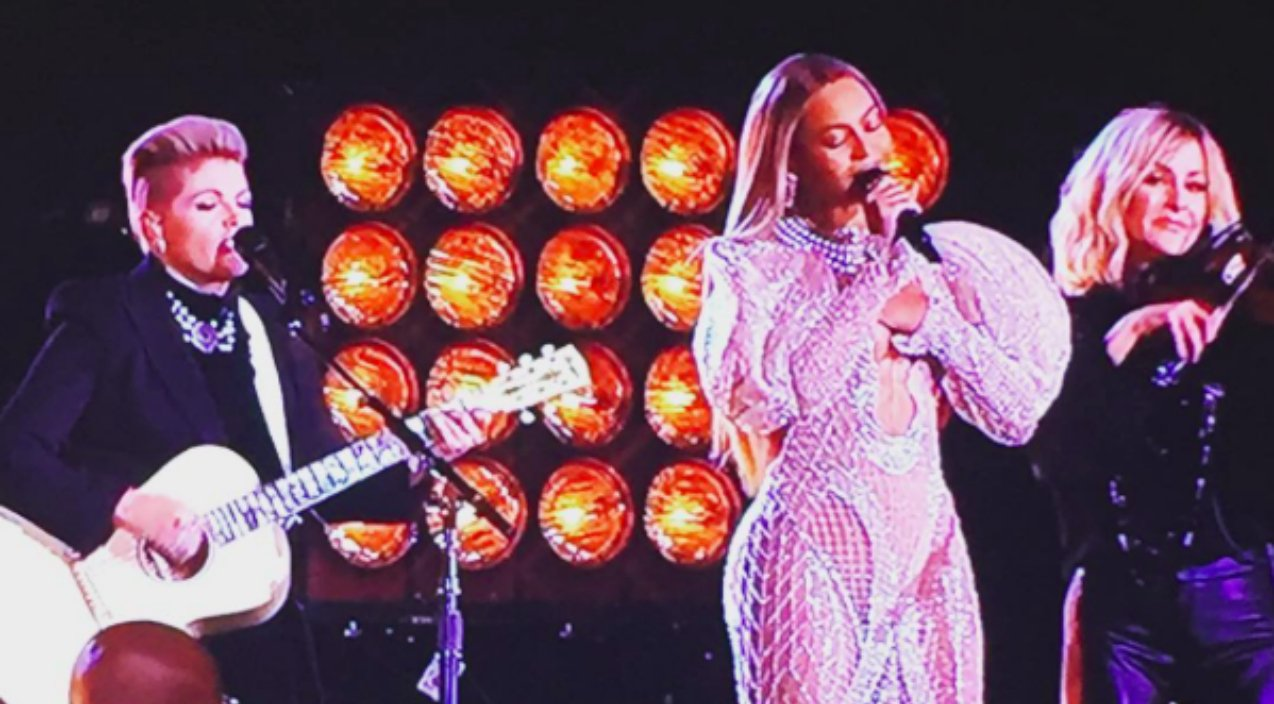 Remember When The Dixie Chicks Brought Beyonce To The CMAs?