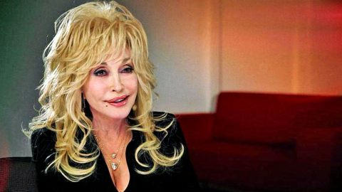 Dolly Parton Reveals What She Hates About Tabloids | Country Music Videos