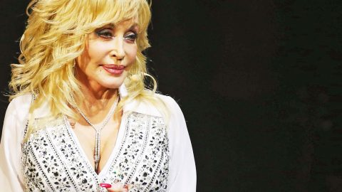 'That Really Bothers Me' – Dolly Parton Comments On Today's Youth | Country Music Videos