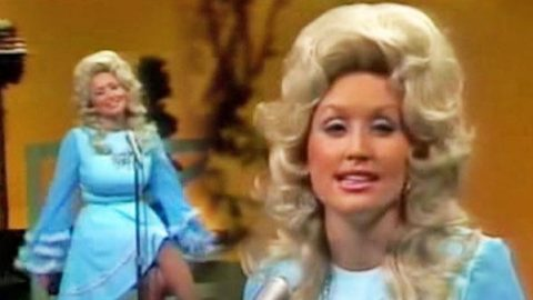 Dolly Parton – Coat of Many Colors (LIVE) | Country Music Videos